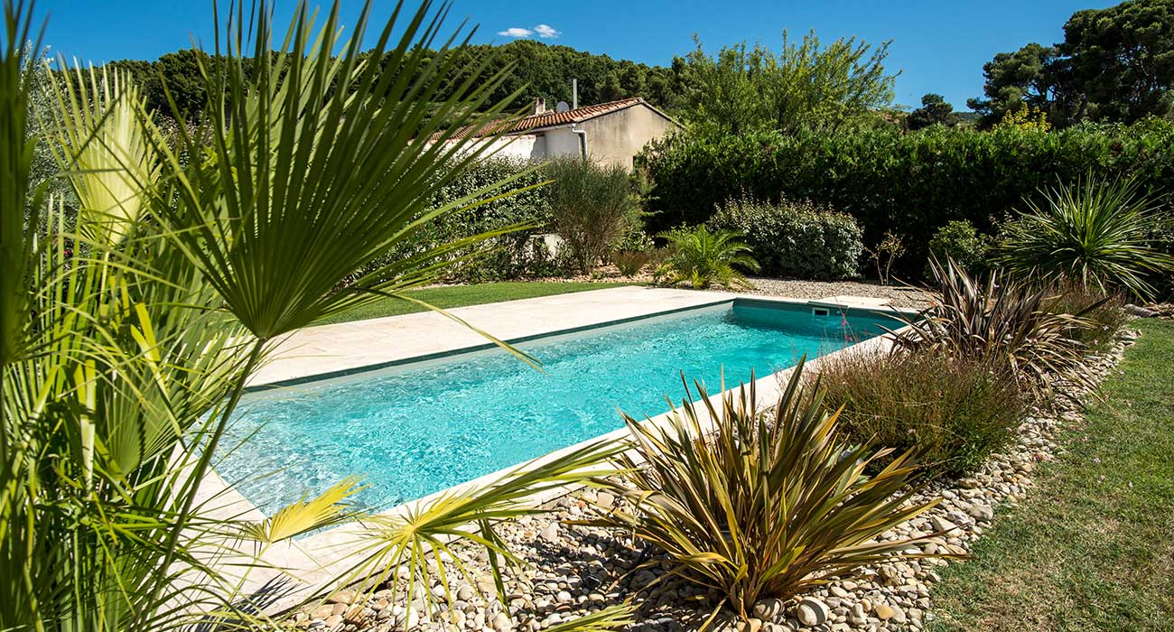 Amenagement autour de la piscine id es for Amenagement paysager autour piscine
