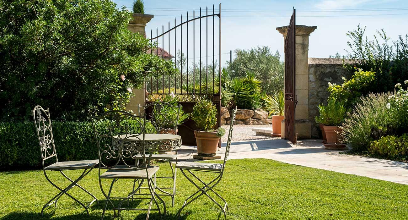 portails et cl tures les artisans du jardin. Black Bedroom Furniture Sets. Home Design Ideas